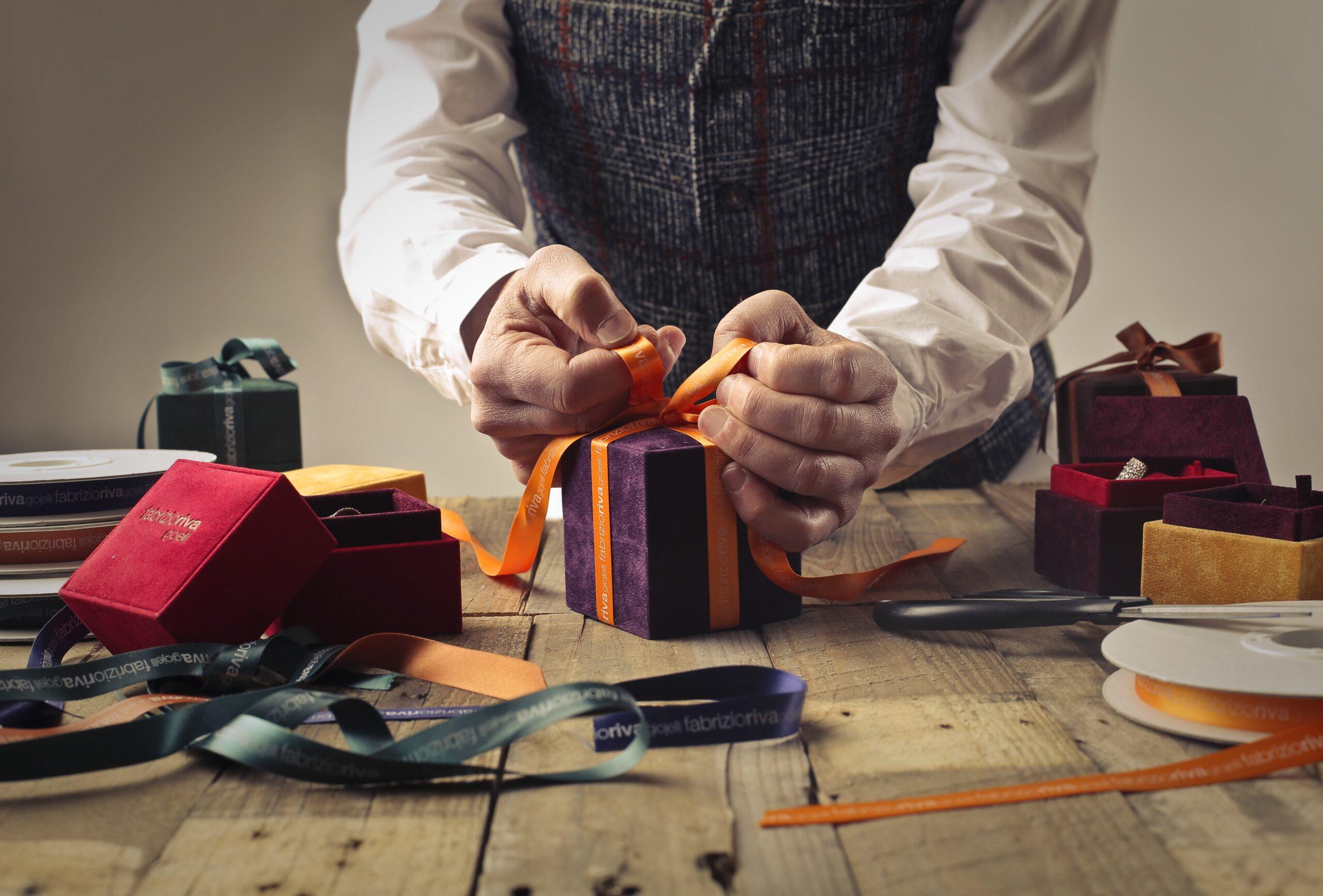 Stort sortiment af flot gavepapir og Silk Clay til skarpe priser hos CCHobby