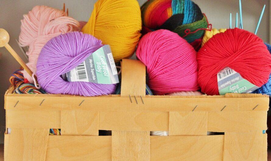 Hos Garnværkstedet finder du DROPS Air garn og diverse knapper til dine strikkeprojekter